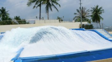 Flowbarrel - Flowrider at the Wavehouse - Singapore - Laybacktravel